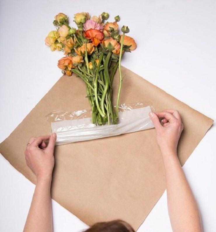 Как своими руками упаковать цветы