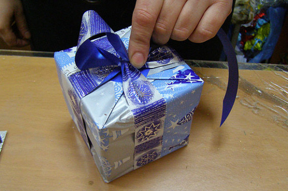 Быстрая упаковка подарка