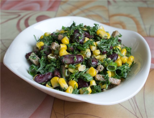 вкусный салат с курицей и с сухариками рецепт