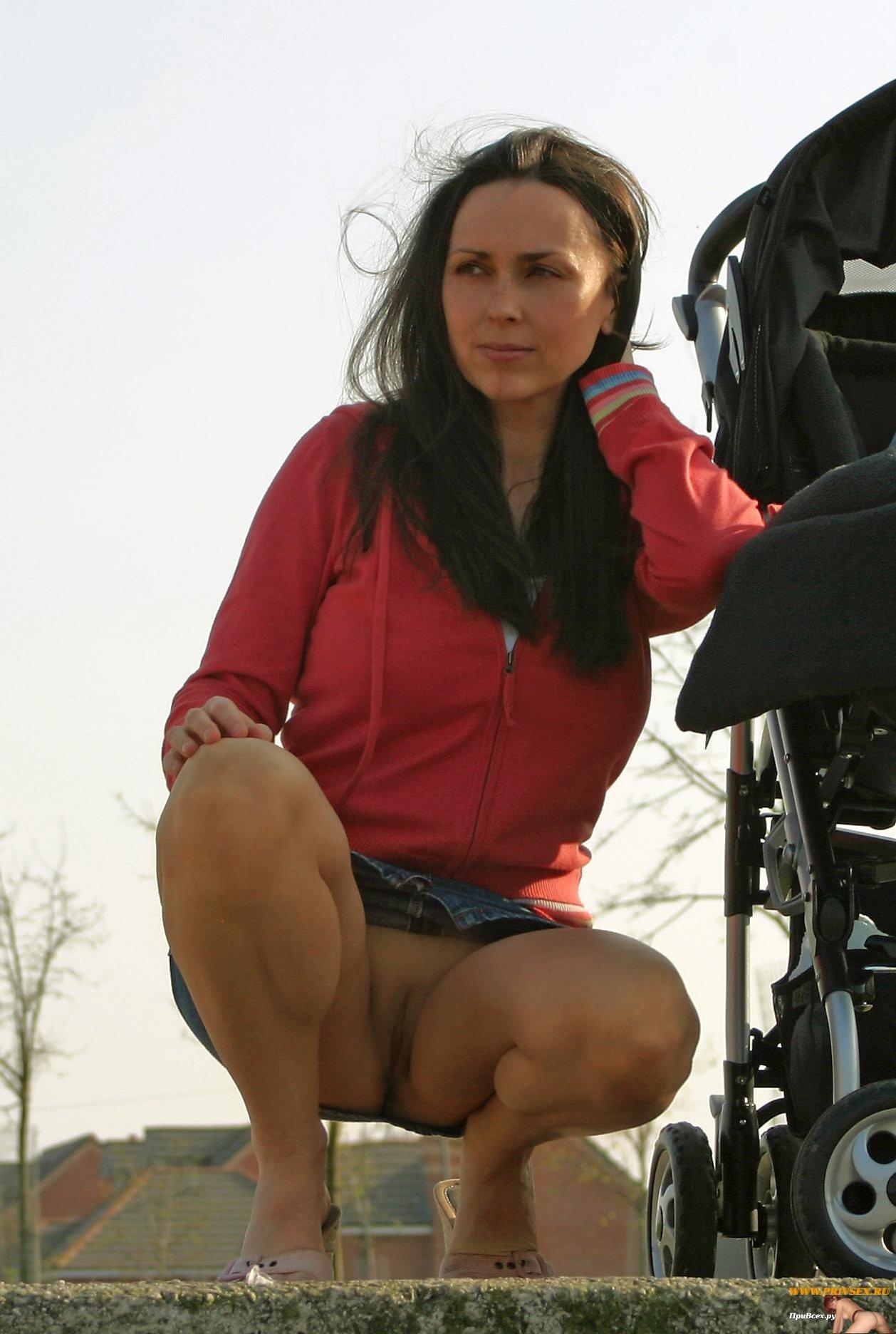 Сексуальные мамочки с колясками 21 фотография