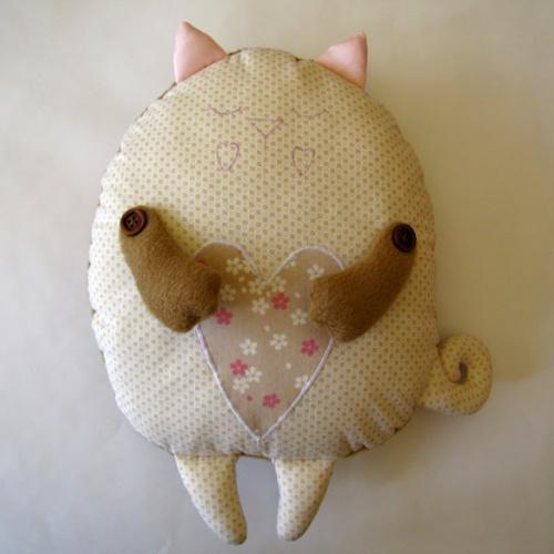 Как сделать подушку игрушку своими руками из ткани
